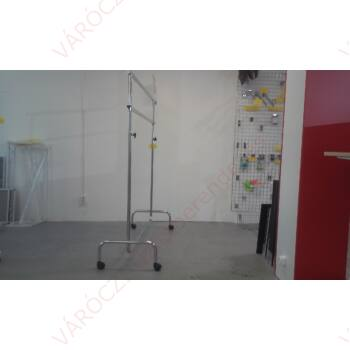 Ruhatartó sztender, 2 szintes, szintenként állítható magasságú, bútorgörgővel (hossz: 1400 mm)